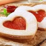 חותכן עוגיות לב שני גדלים של חותכנים לעוגיות,